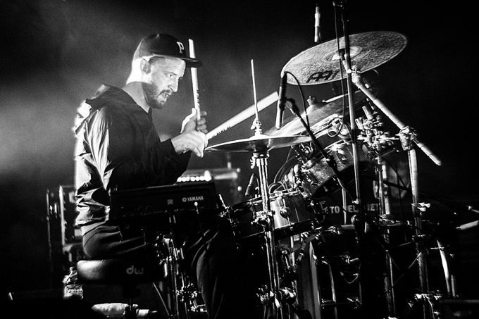 Portugal. The Man, Concert Photo, Linz, Austria, 2014, Petzval Lens: Jason Sechrist playing drums