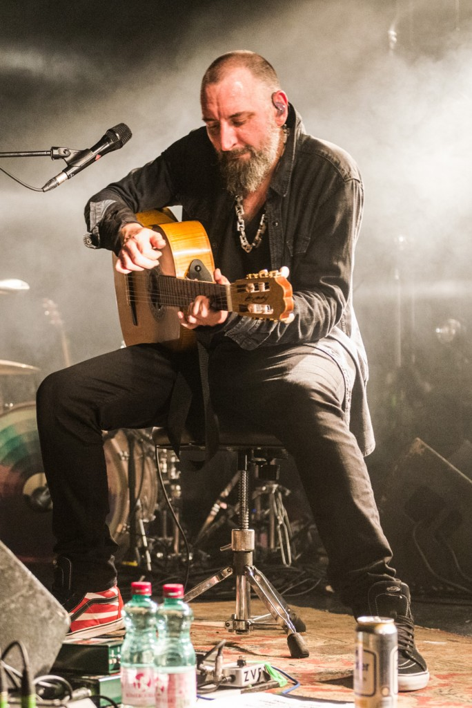 Fink, Concert Photo, Vienna, Austria, 2014: Finn Greenall playing guitar