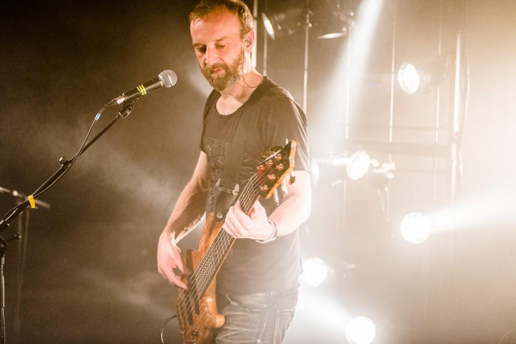 Fink, Concert Photo, Vienna, Austria, 2014: Guy playing bass