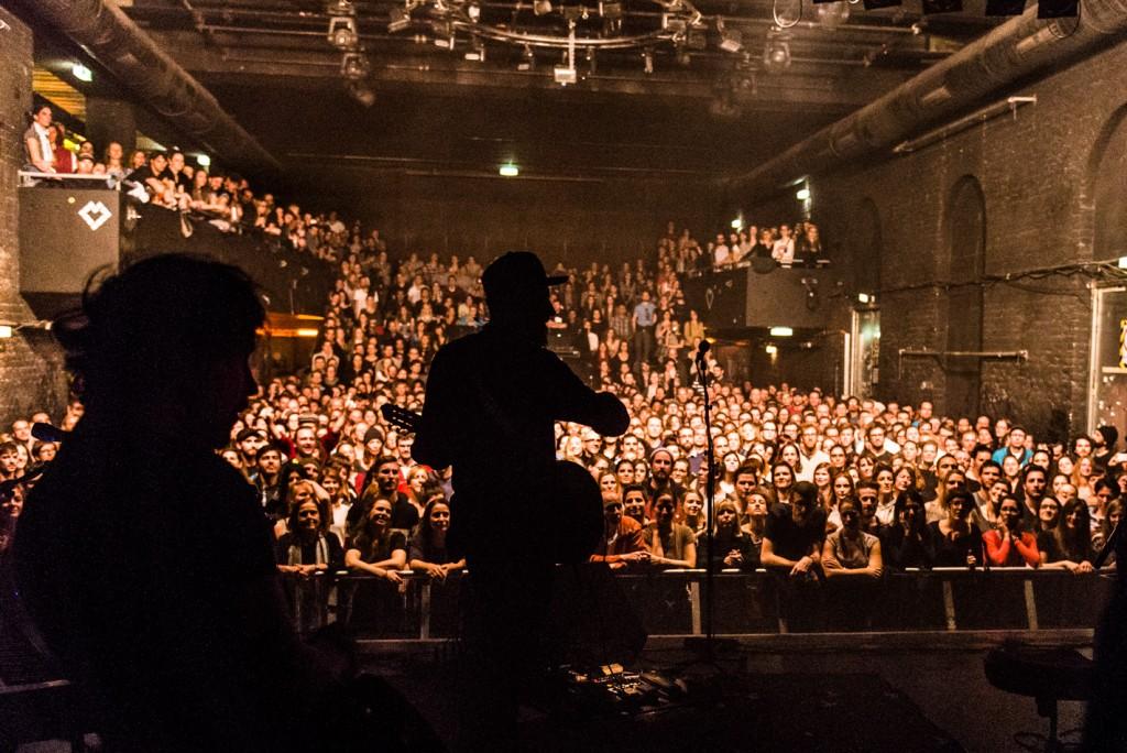 Fink, Concert Photo, Vienna, Austria, 2014: Finn Greenall playing guitar
